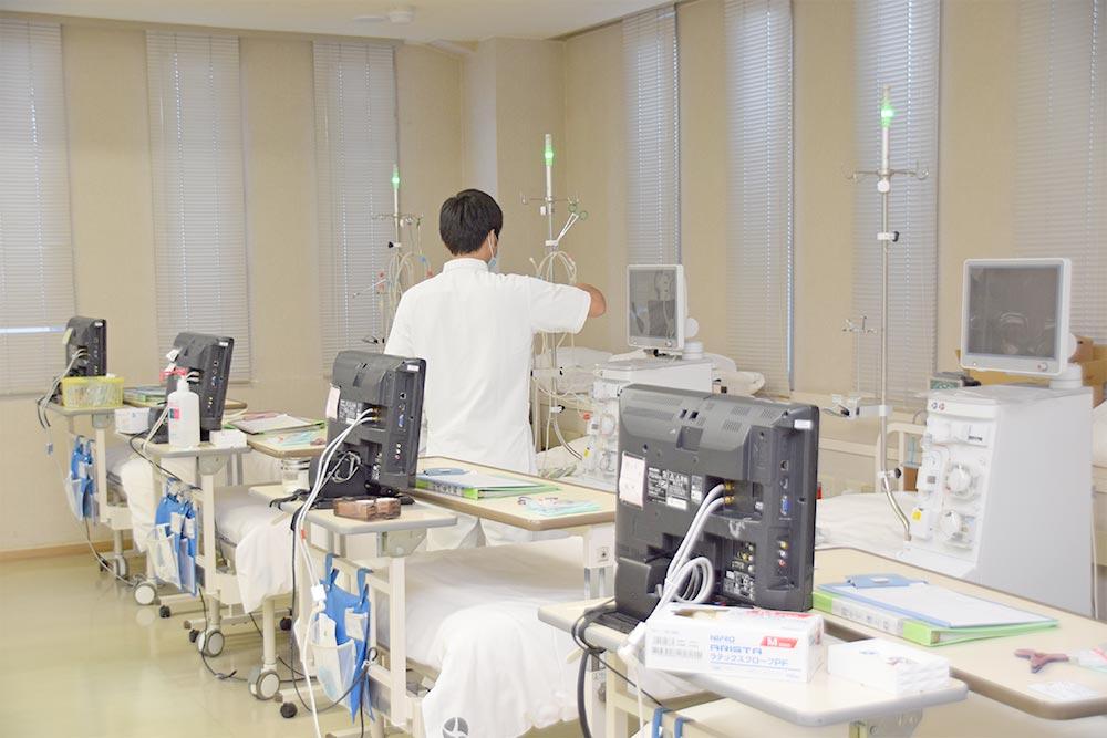 当院は透析液の洗浄化を徹底し、安定した透析を受けていただく環境を提供しています